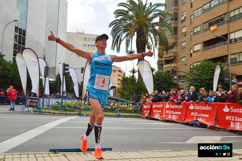 Juan Domingo Gómez (KON-Repare Sport) tercero en la Media Maratón Elvas-Badajoz